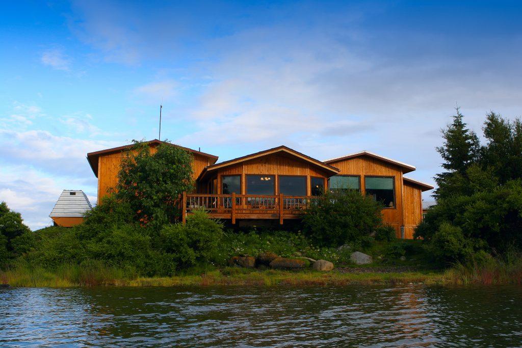 alaska bear viewing lodge